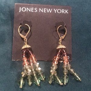 Jones NY earrings 😍